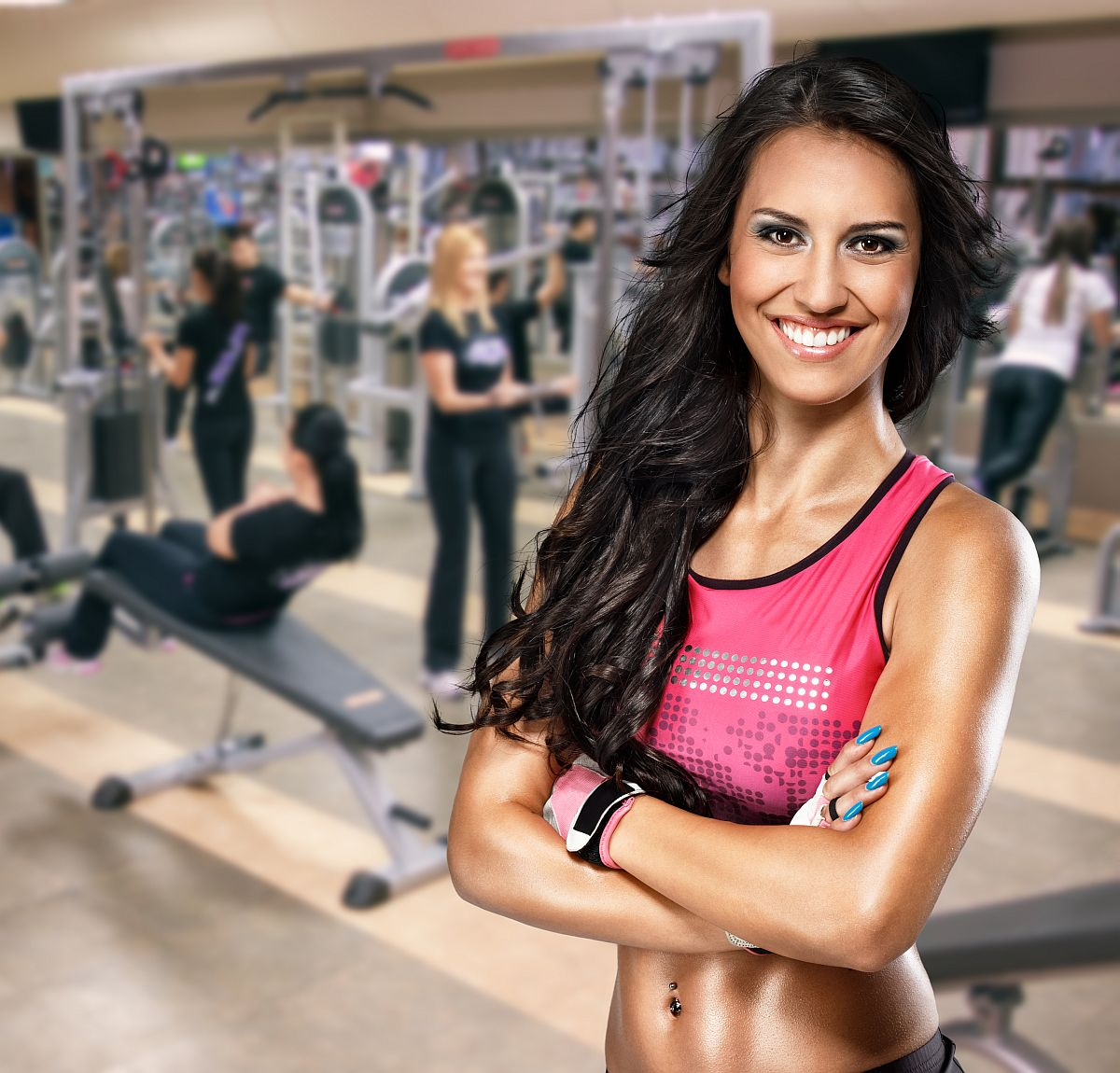 Portrait of smiling sporty woman in gym