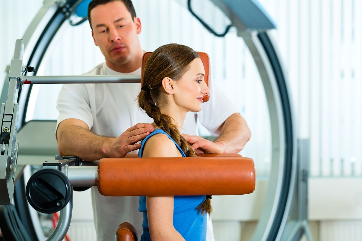 Patient at the physiotherapy making physical exercises with her