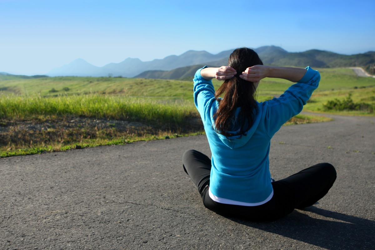 A woman getting ready to workout outdoors