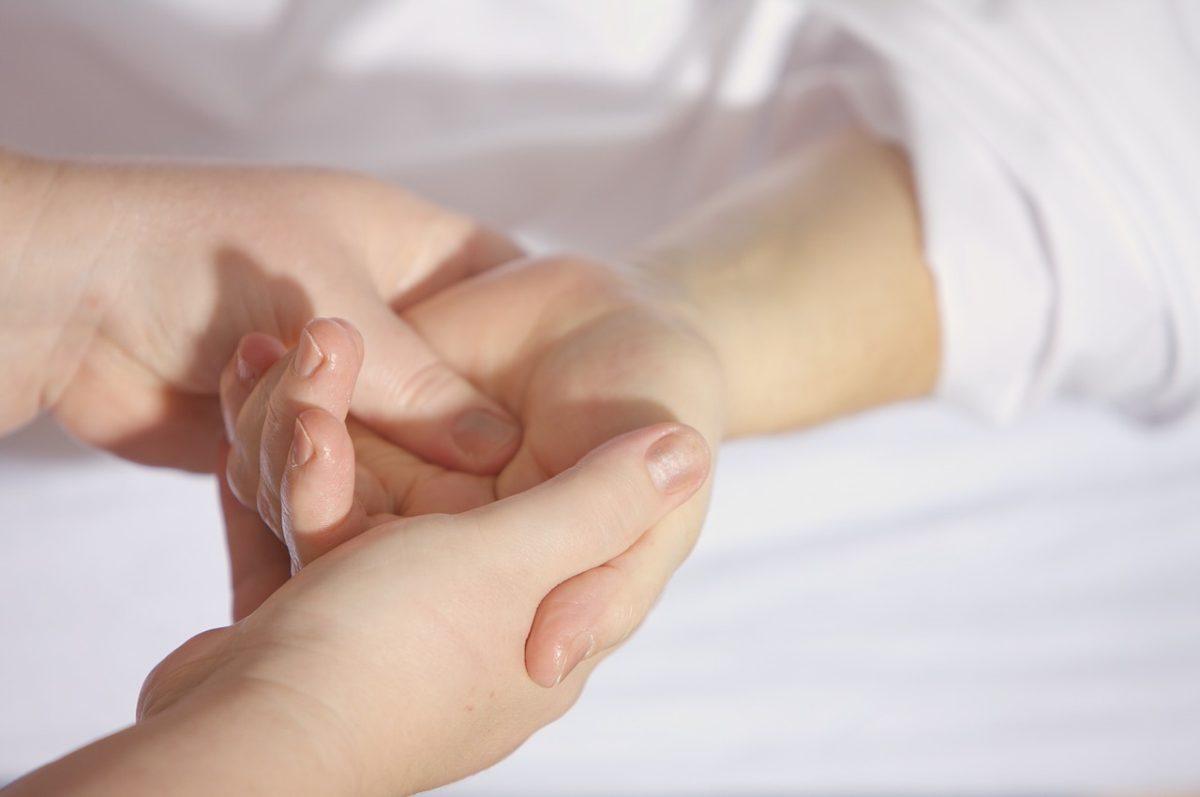 Handgelenkblockaden / Blockaden der Handwurzelknochen - Selbsthilfe ...